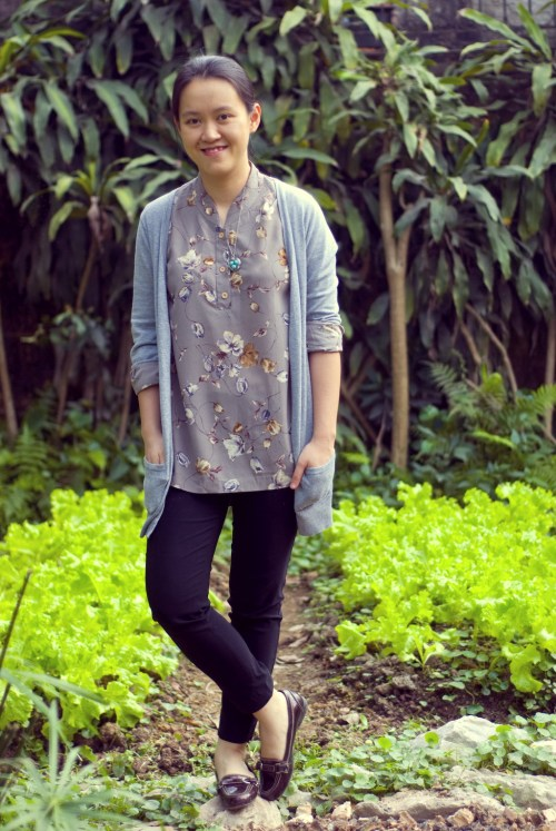floral blouse grey cardigan black pants by 14 shades of grey