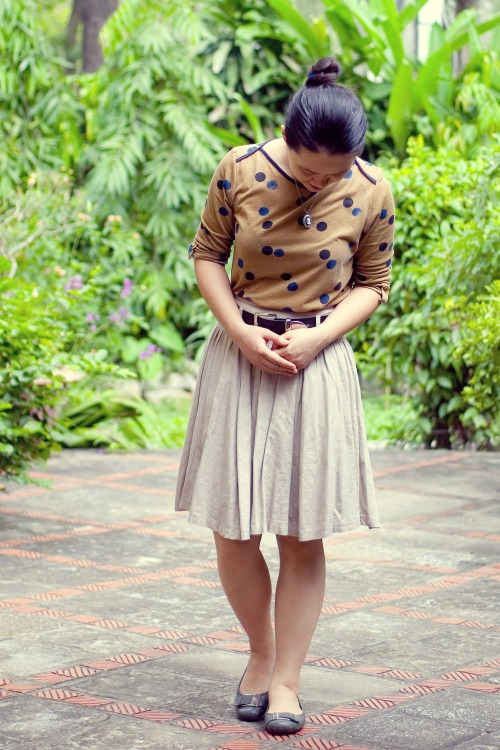 dotted shirt khaki skirt olive flats by 14 shades of grey