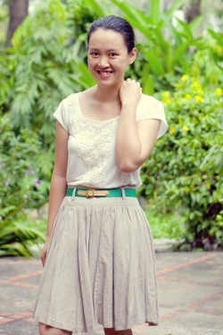 white t-shirt khaki skirt green belt by 14 shades of grey