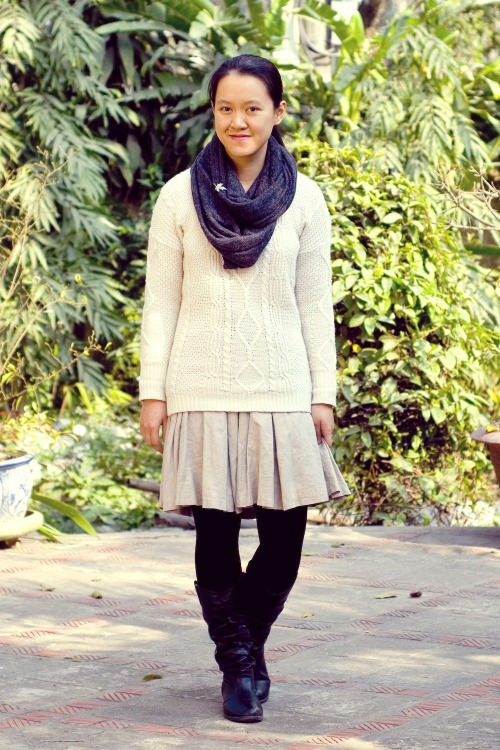 white cable knit sweater khaki skirt black boots grey scarf by 14 shades of grey