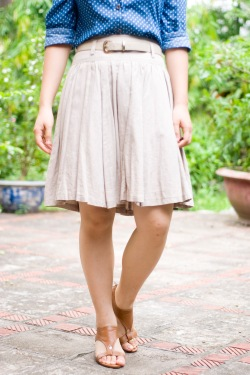 polka dot chambray shirt khaki skirt brown sandals by 14 shades of grey