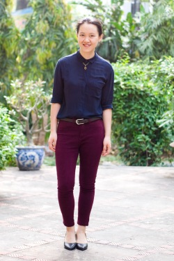 navy shirt burgundy jeans black pumps by 14 shades of grey