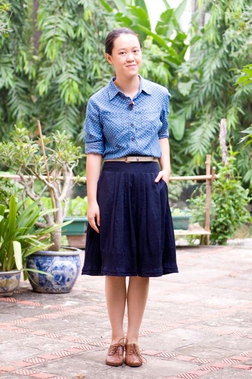 polka dot chambray shirt navy skirt brown heeled oxfords by 14 shades of grey