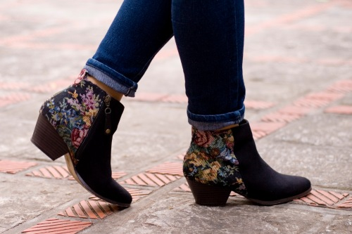 navy jeans black boots by 14 shades of grey