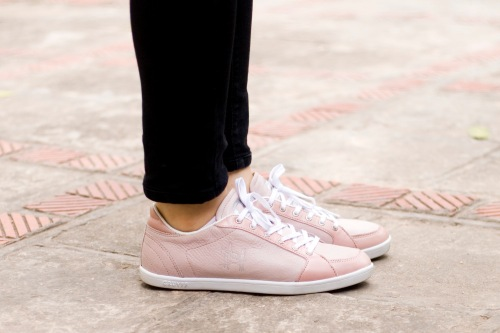 black jeans pink sneakers